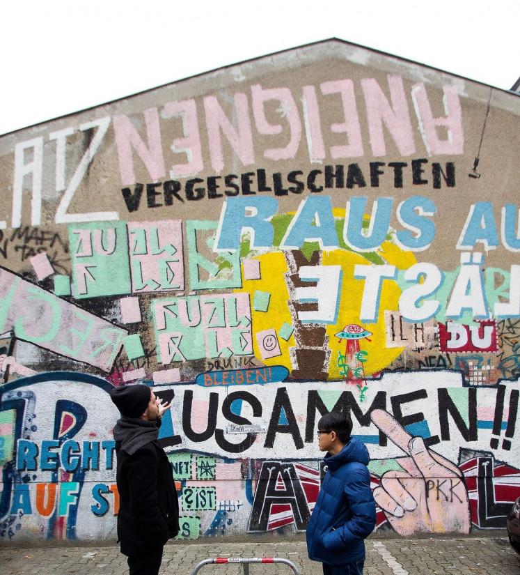 Literary encounter: Indonesian writer Rio Johan (right) and German author Philipp Boehm explore Berlin neighborhoods as part of a literary program.
