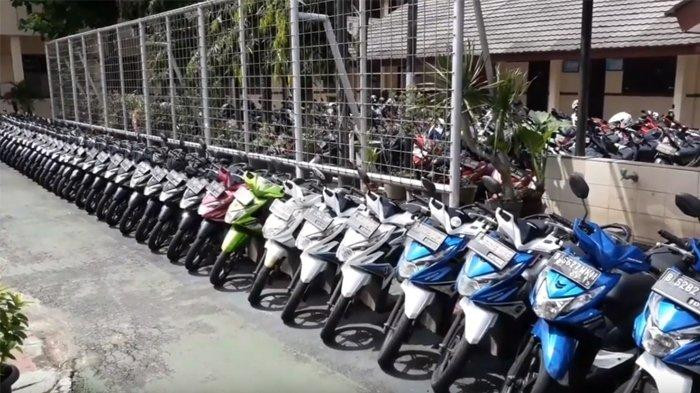 Lines of motorcycles arranged based on brand and color at SMAN 4 South Tangerang state high school in Banten.