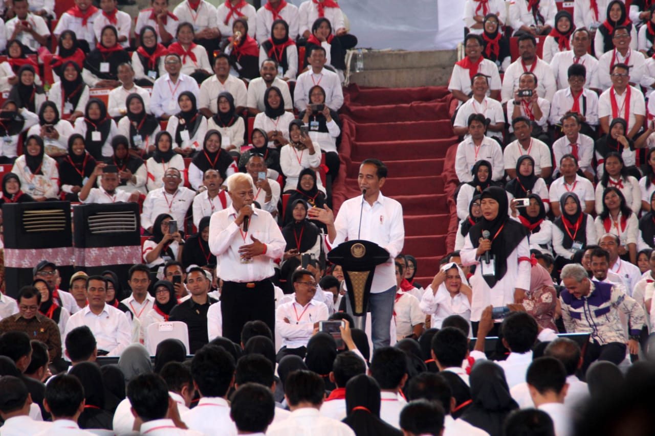 Jokowi accuses Prabowo camp of enlisting foreign propaganda help
