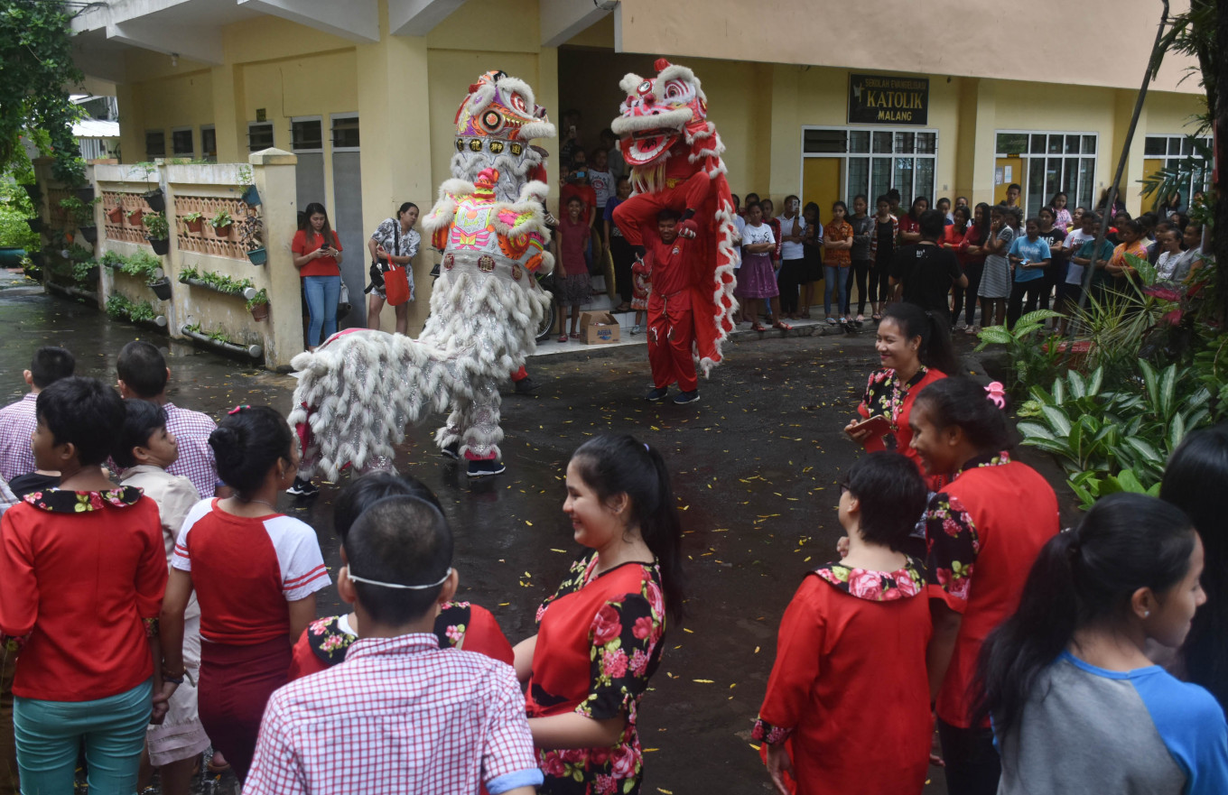 The 'barongsai' dance was held at Bhakti Luhur Catholic Orphanage in Malang, East Java, on Feb. 3, to celebrate the upcoming Chinese New Year.