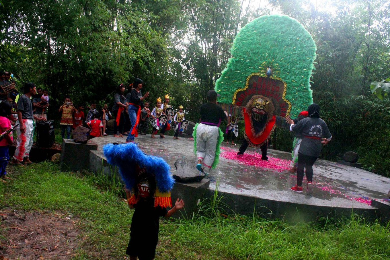 A Reog Ponorogo dance troupe performs during the festival. JP/Maksum Nur Fauzan