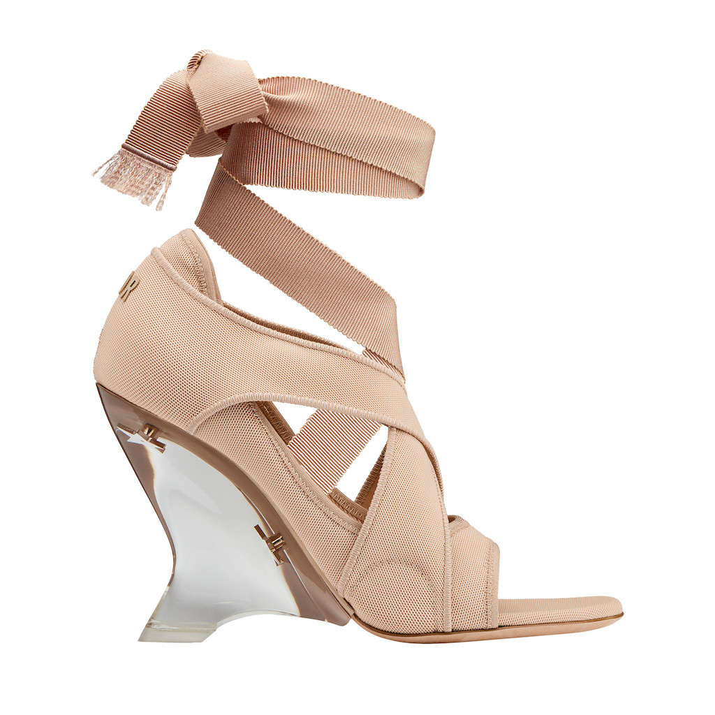 The Dior Étoile sandal in nude micro resille and removable gros grain ribbon, D.I.O.R. signature at the back and 10-centimeter