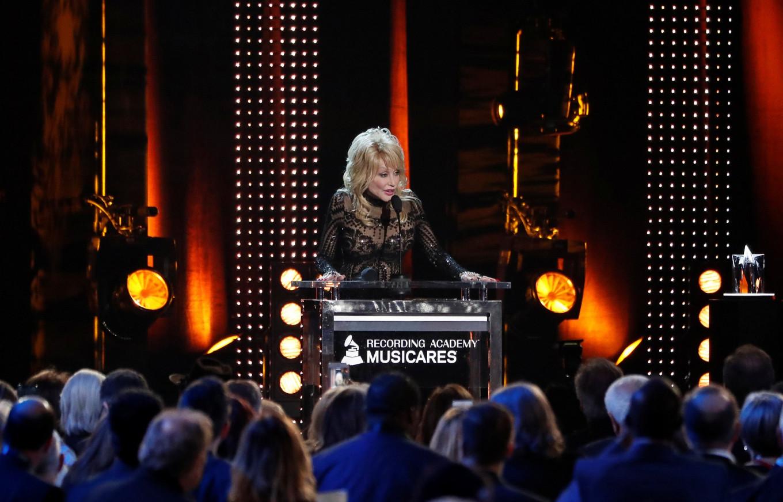 Country singer Dolly Parton raises laughs at charity awards gala