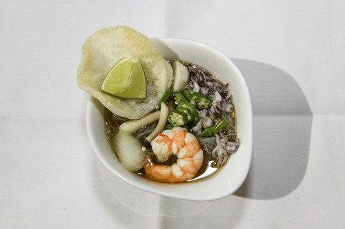 Comfort food: A noodle soup with fish balls, shrimps, squid and 'kerupuk' was served as appetizer.