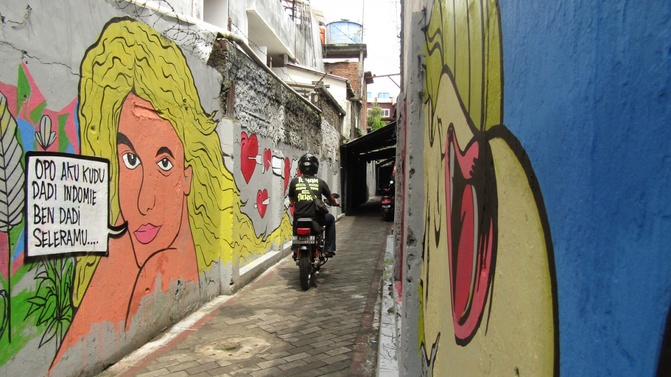 Eye-catching murals can be found on the walls of Sosrowijayan Kulon alley in Pasar Kembang.