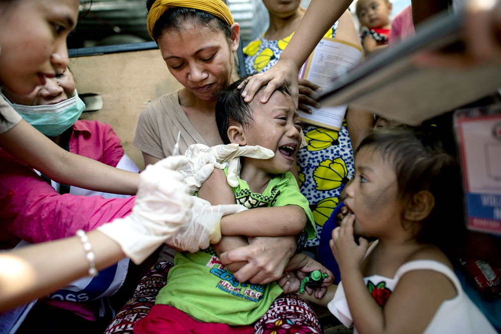 Philippines weighs re-use of controversial dengue vaccine