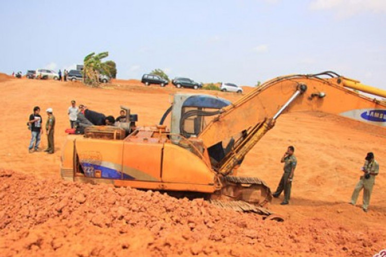 Miners ignore ban on bauxite mining in Riau Islands