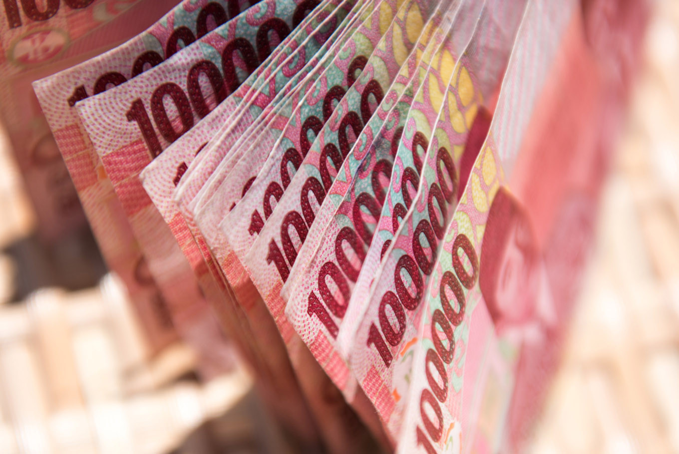 Rupiah drops further on Tuesday, heads toward Rp 15,000 per US dollar