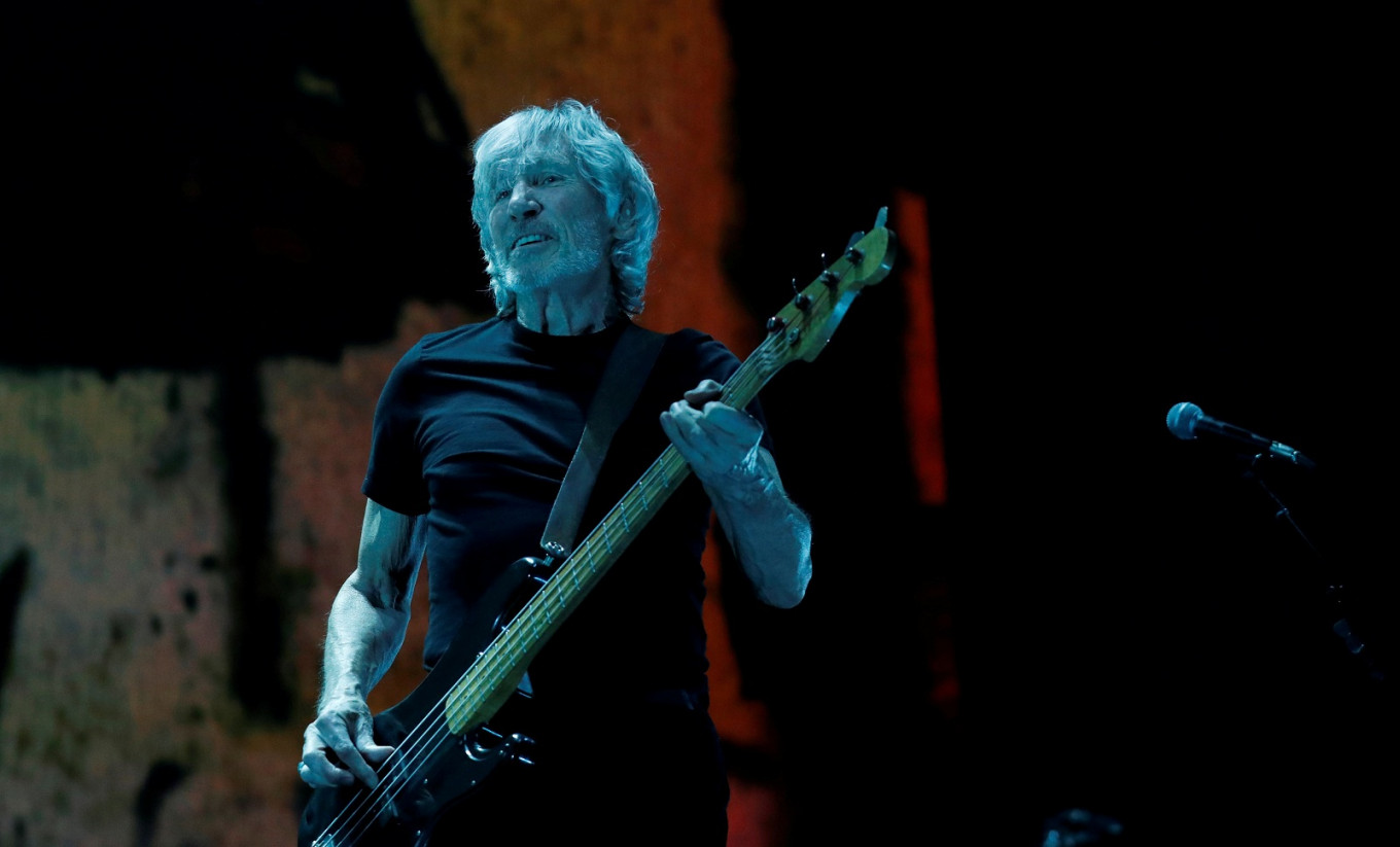 Pink Floyd's Waters slams Venezuela border aid concert