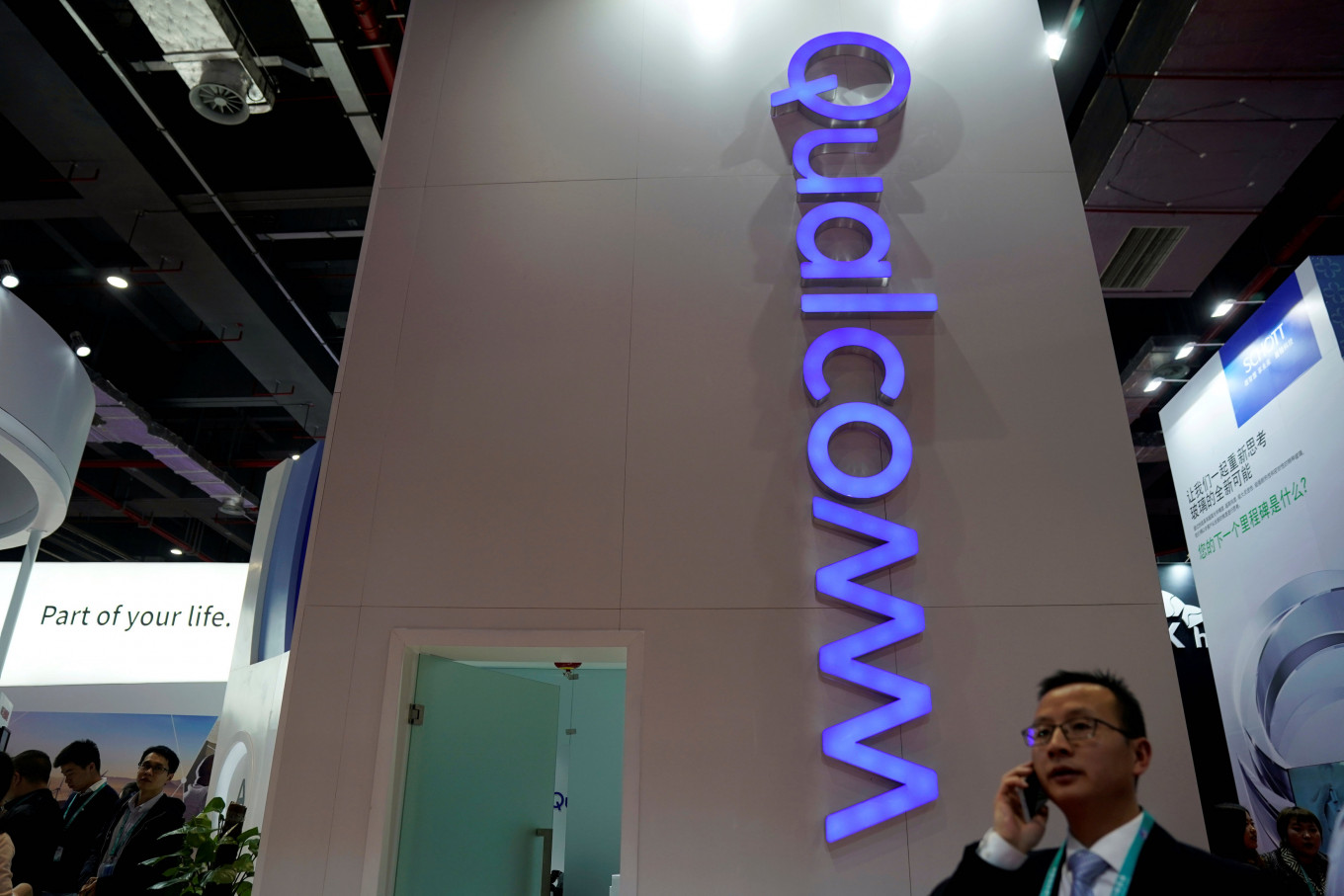 Qualcomm rolls out 5G chips for cars, PCs and home broadband