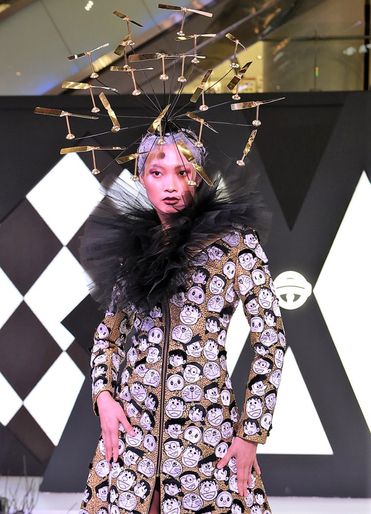 Show-stopper: The final look from Ivan Gunawan's Kuroba collection at Modo 2019 is modeled by Asia's Next Top Model cycle 6 alumni Jesslyn Lim. The ensemble is up for auction starting at Rp 250 million (US$17,807).