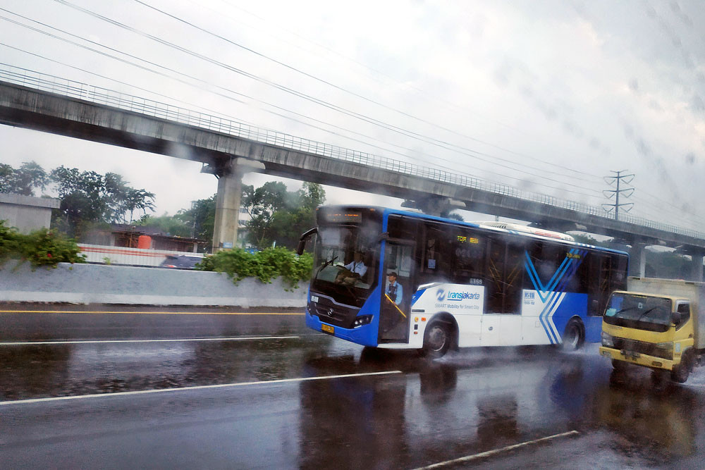 Transjakarta, research council cooperate to expand bus service