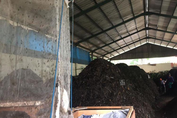 Depok uses maggots to decompose waste