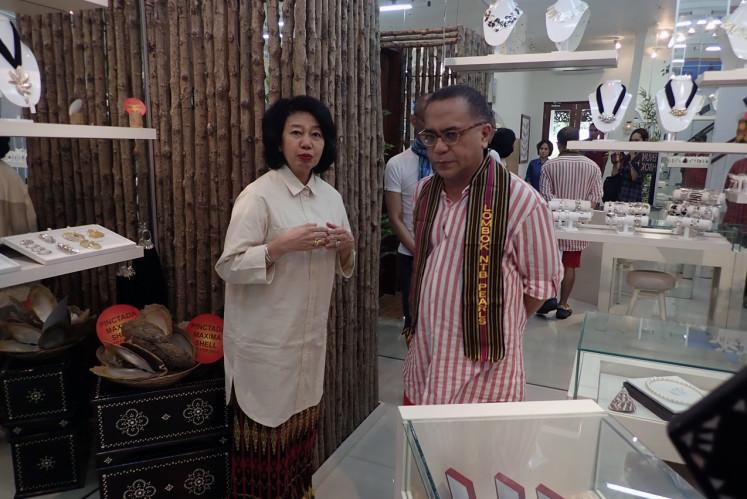 Fashion designer Samuel Wattimena and jewelry designer Riana Meilia are seen talking during the Bau Nyale Festival.