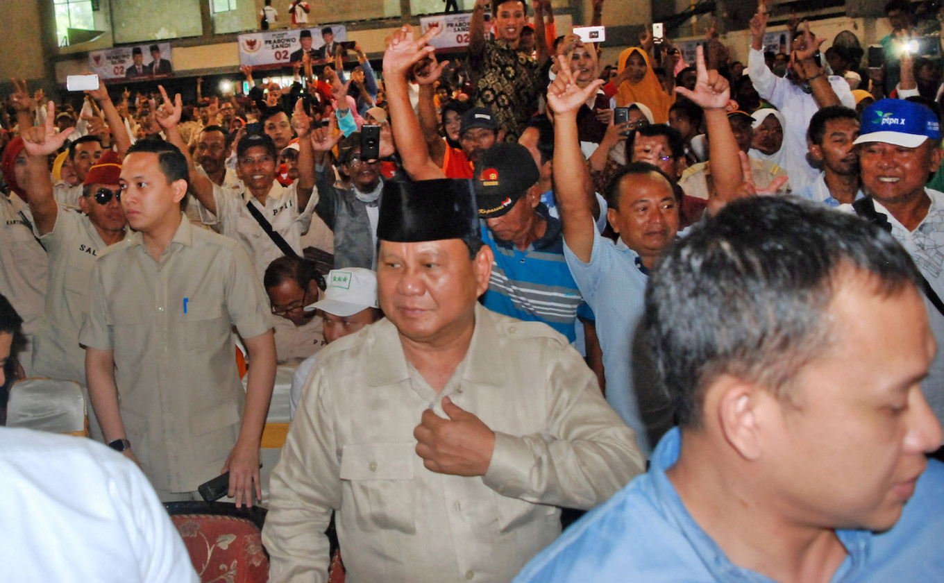 'I'm just richer than you,' jokes Prabowo at school campaign event