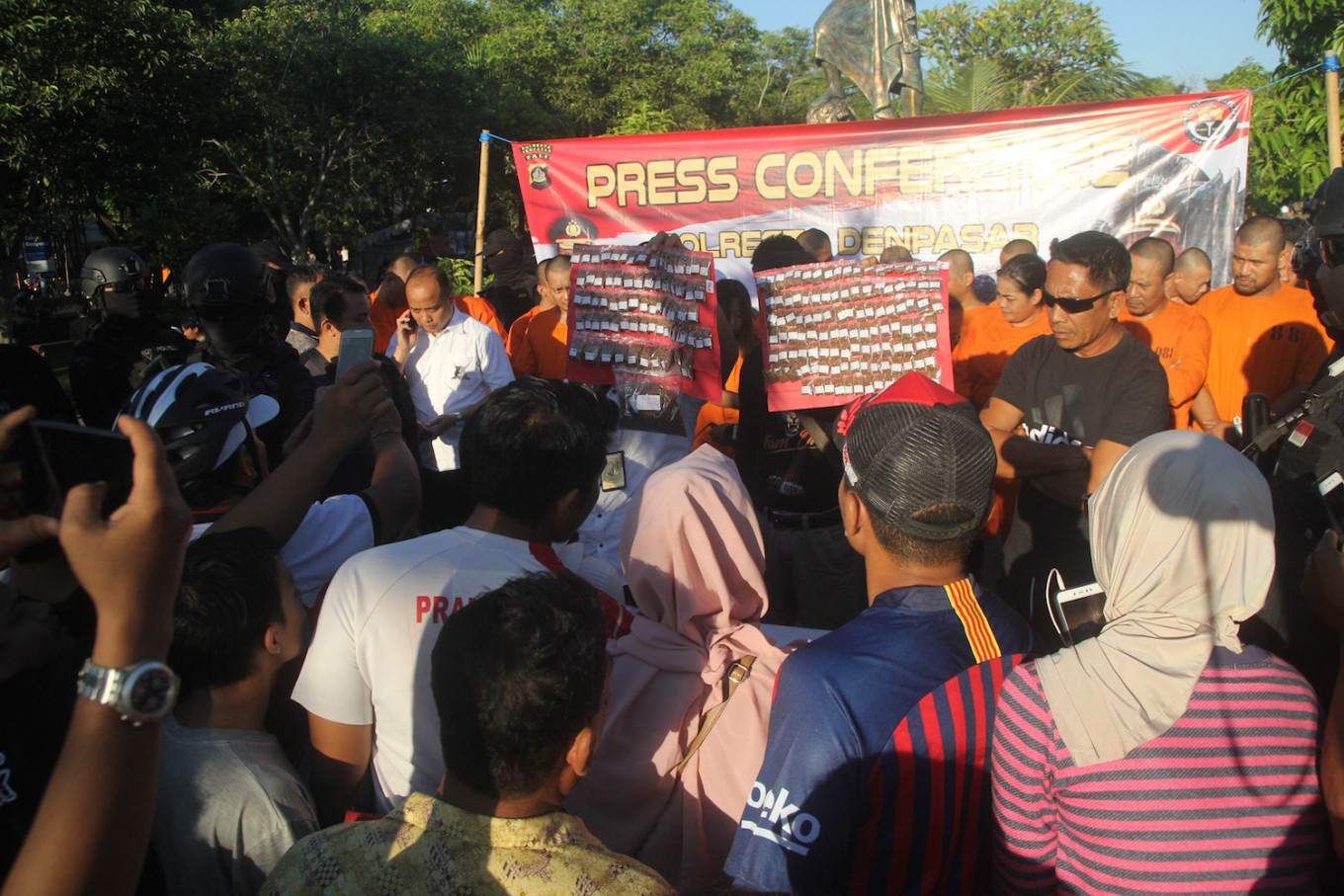 Activists slam Denpasar Police for parading drug suspects before crowd