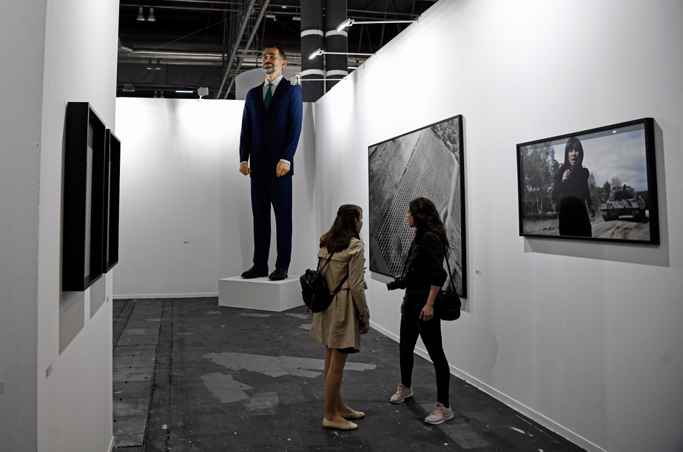 Spanish king's inflammable statue sparks art fair row
