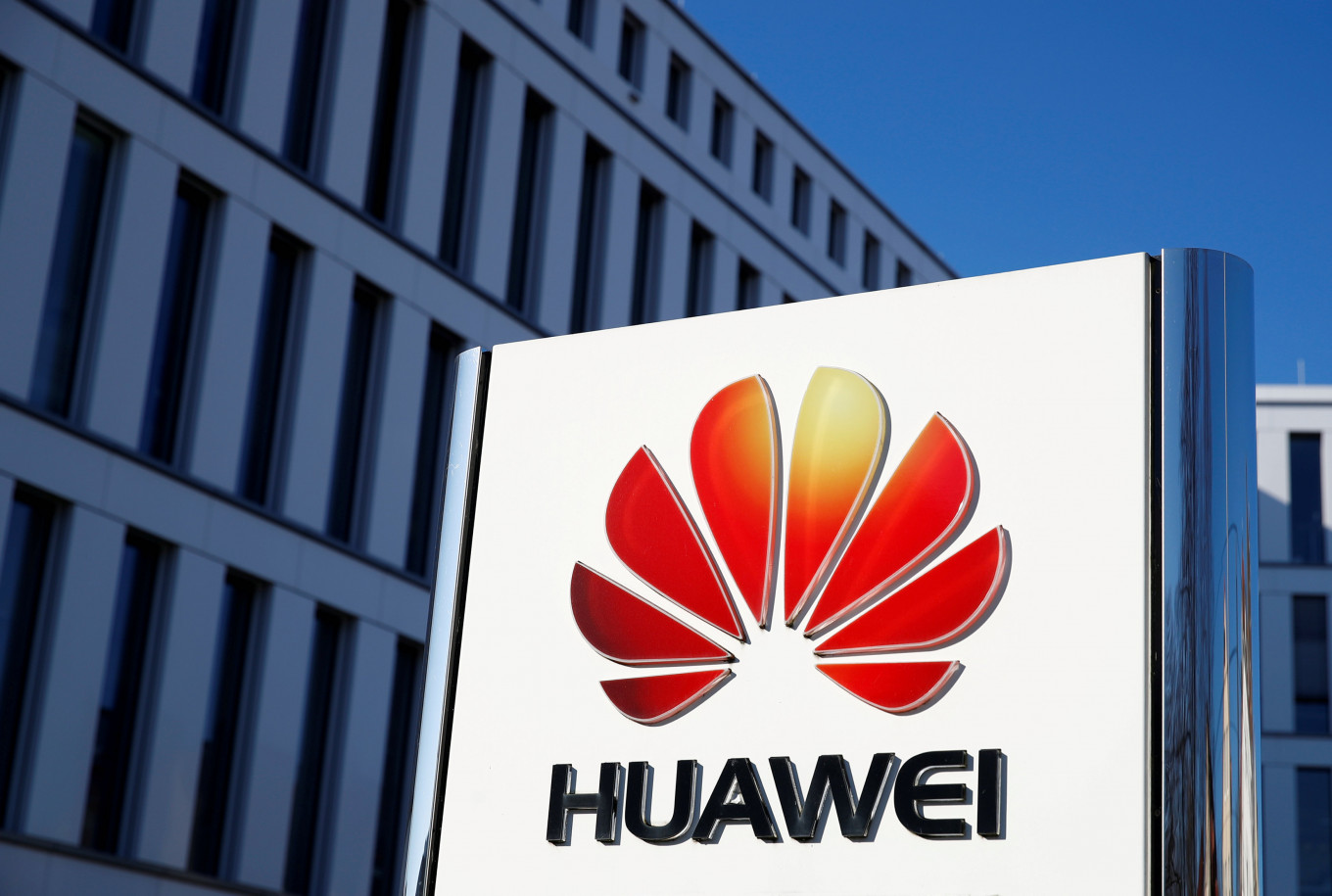 Huawei flagship phone goes Google-free