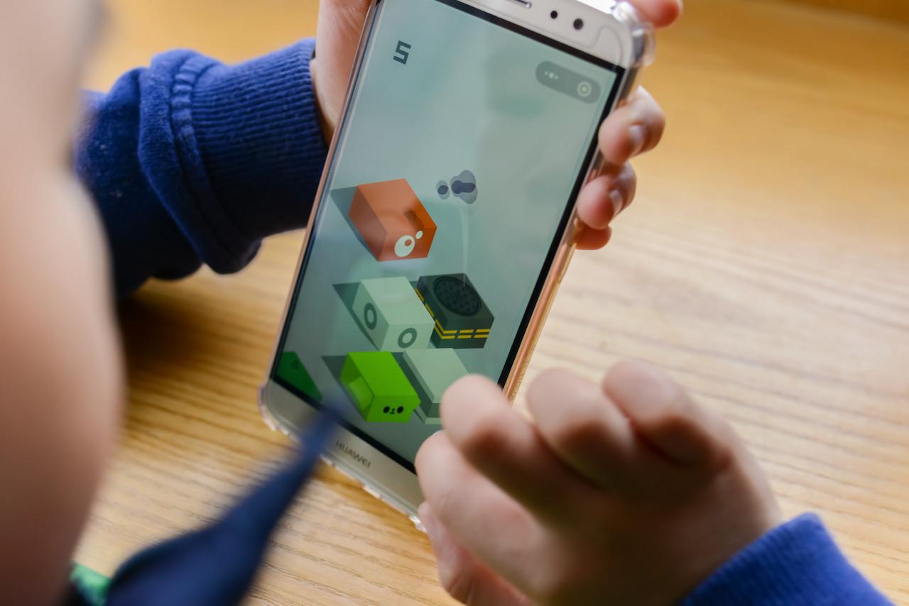 Child's Rp 11 million phone bill for online game purchases shocks Kediri parents