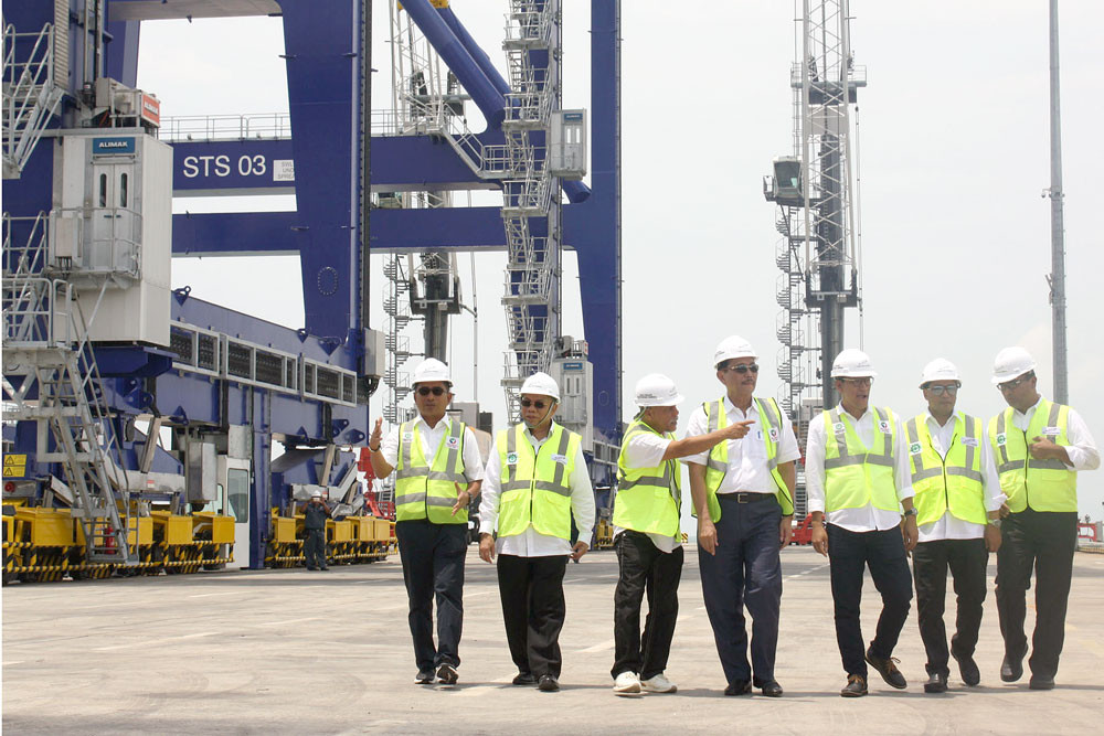 North Sumatra port debuts in global container business