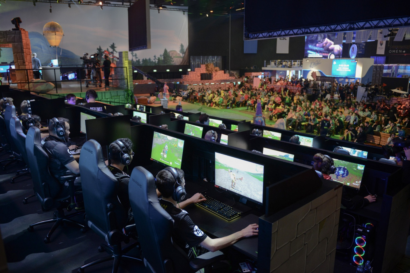 Video game warriors battle it out in Poland