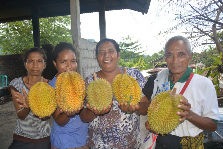 Residents of Maupongo subdistrict show off the durian they harvested.
