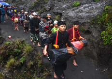 Villagers play gamelan instruments while heading to the Widodaren cave. JP/Aman Rochman