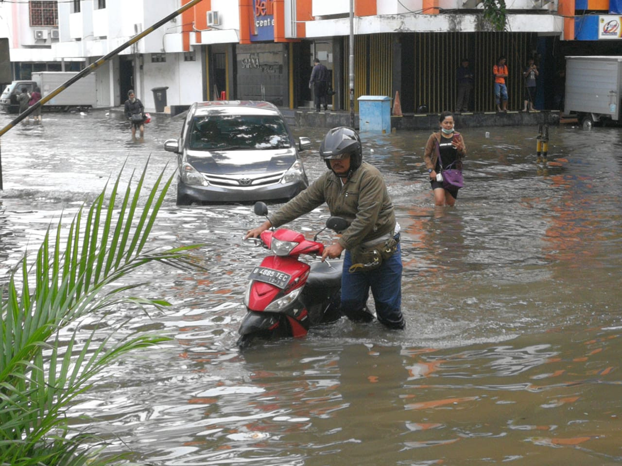 Warning issued following heavy downpour in Jakarta on Tuesday morning