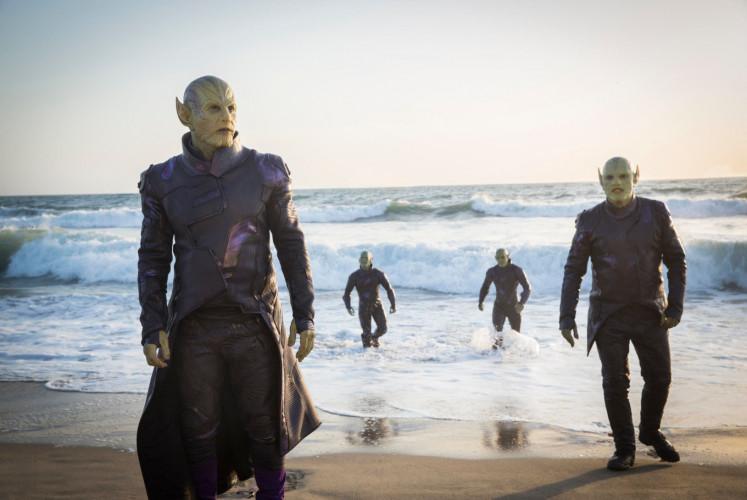 Skrulls with their leader Talos (left, Ben Mendelsohn) arrive on earth.