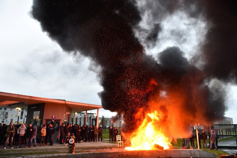 French prison guards protest attack by 'radicalised' inmate