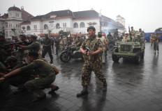 People dressed as Dutch soldiers guard Jl. Malioboro in Yogyakarta. JP/Boy T. Harjanto