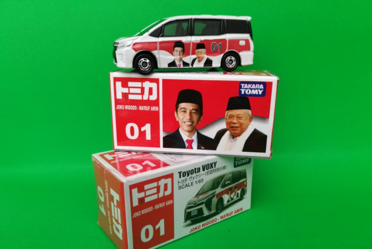 The Jokowi-Ma'ruf edition of the die-cast model of the Tomica Toyota Voxy sold by Big Apple Store. The company says it is more favored by customers from certain regions, like Central and East Java.