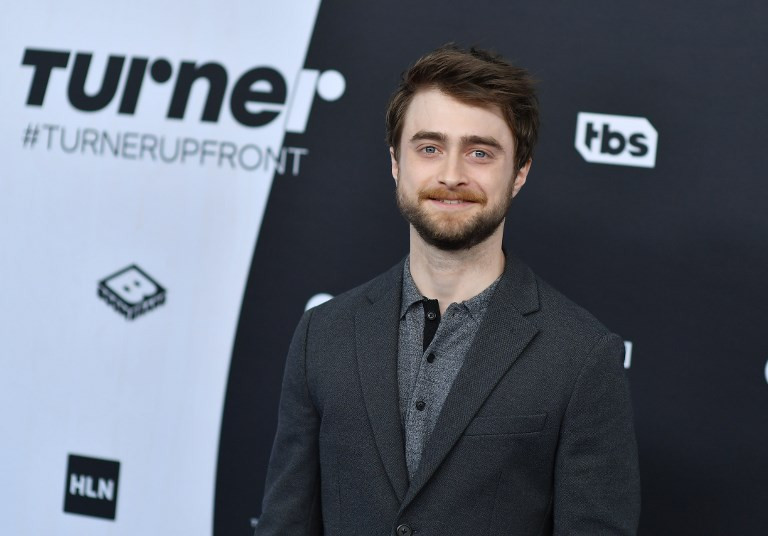 'Harry Potter' star Daniel Radcliffe says sorry to fans offended by author's post