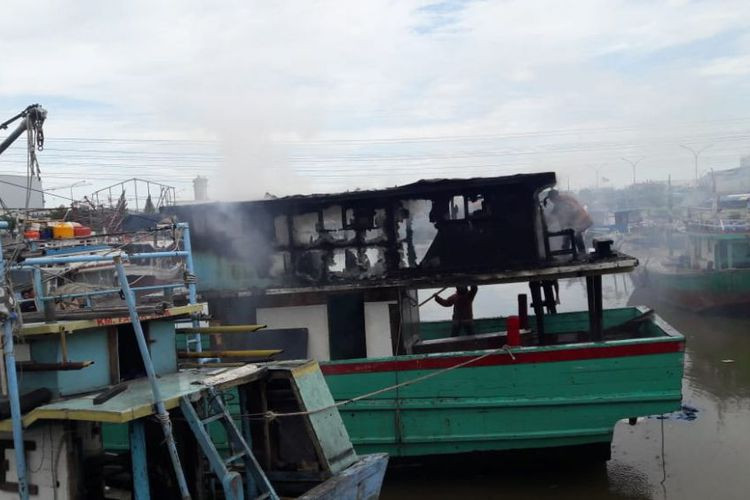 Fishing vessel catches fire in Muara Angke