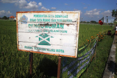 Denpasar administration puts a sign board, banning any construction in the agricultural land. JP/Zul Trio Anggono