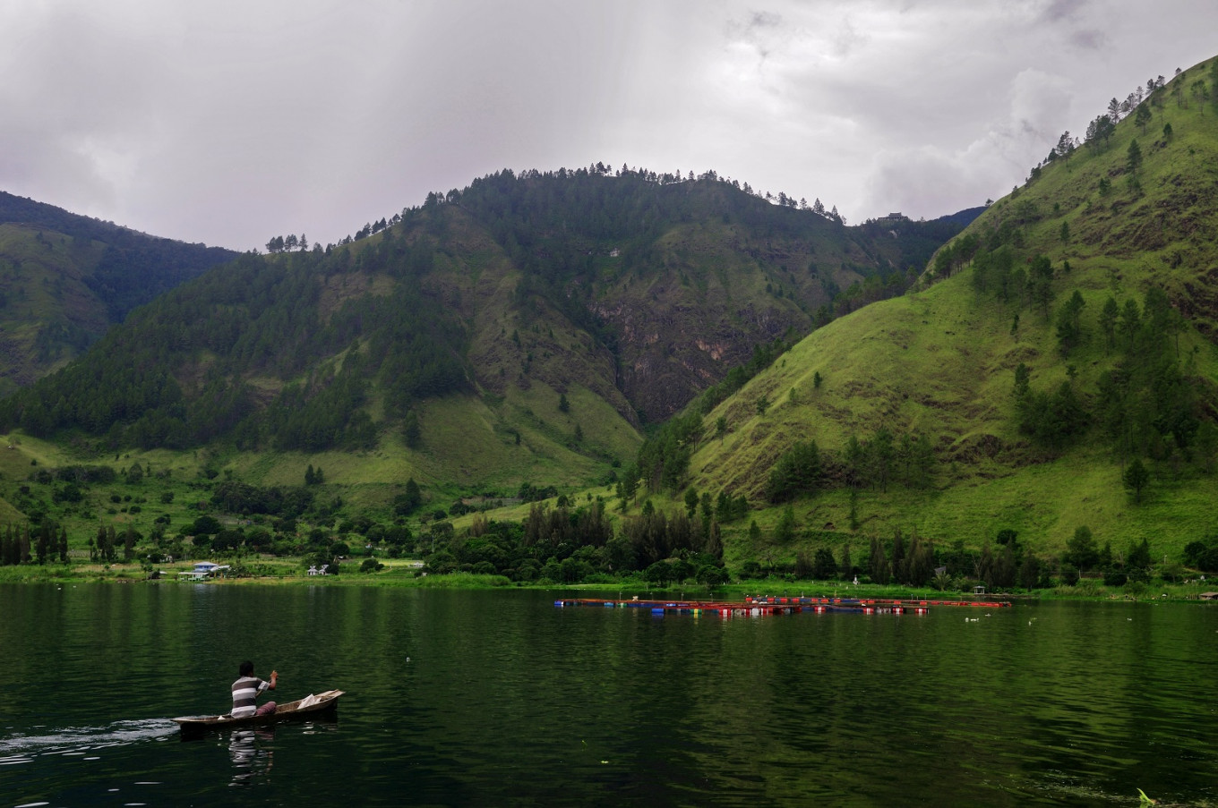 Number of visitors to Lake Toba sinking fast: Boatmen