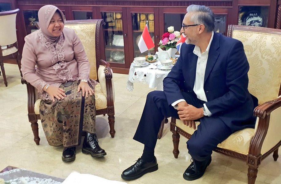 Surabaya mayor, UK ambassador share fondness for Dr. Martens shoes