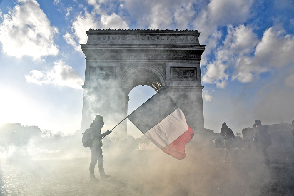 Arc de Triomphe to be 'fully restored' for VE Day