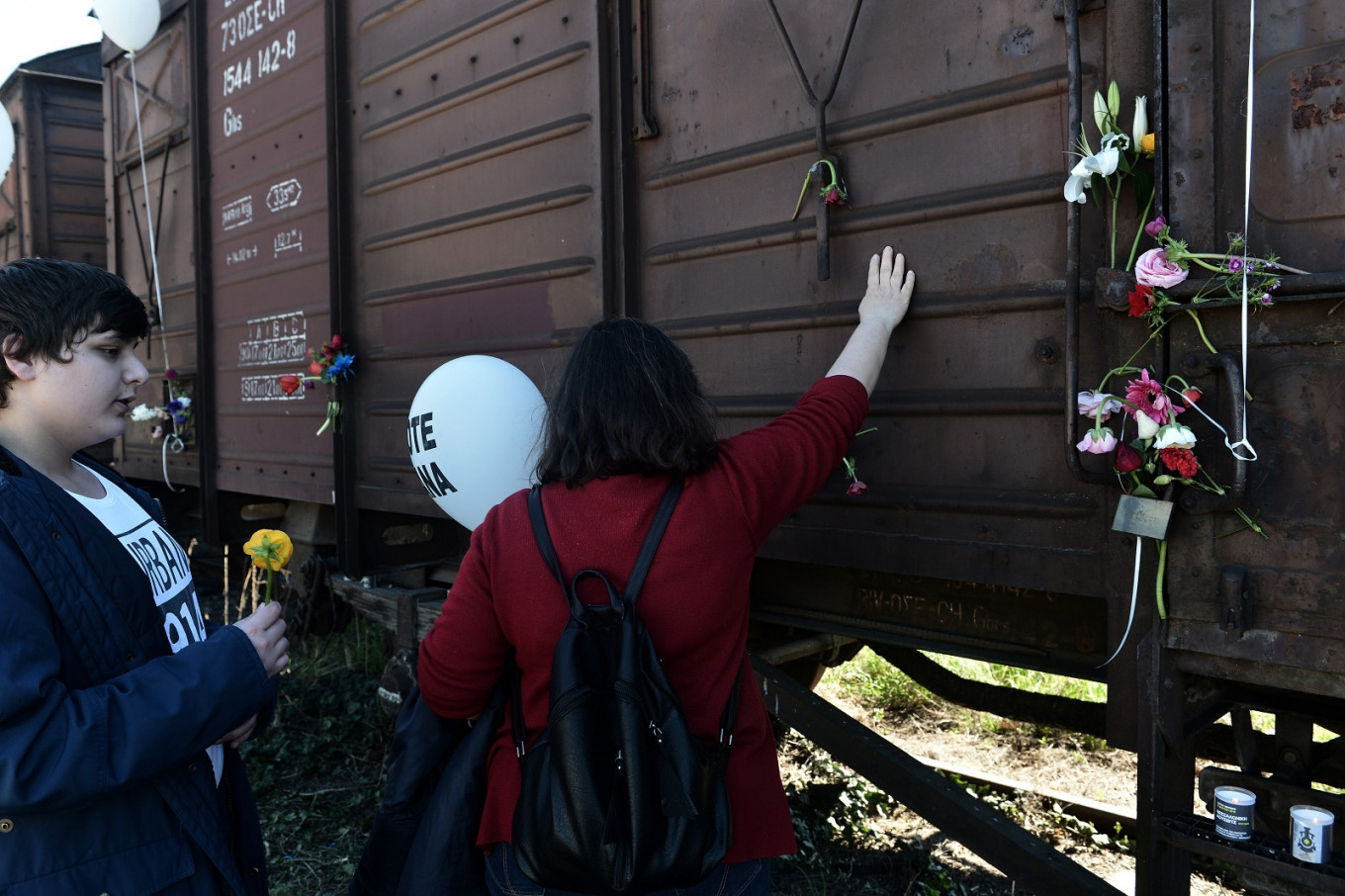 Greek city remembers first train that sent its Jews to Auschwitz