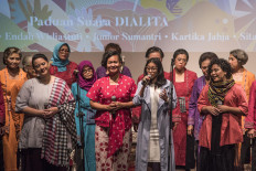 Young singers Sita Nursanti (left), Bonita (second left), Endah Widiastuti (second right) and Kartika Jahja perform with Dialita. JP/Rosa Panggabean