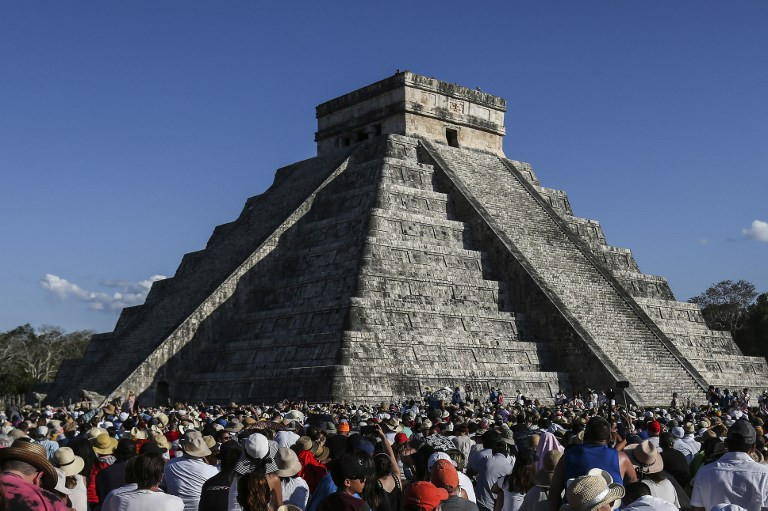 Mystics, selfie-seekers celebrate spring at Mexico pyramids