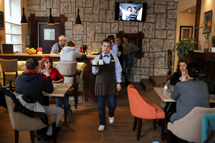 Disabled Serbian waiters fight discrimination with free drinks and good service