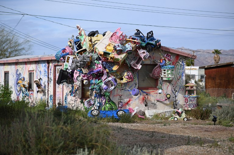 Offbeat art fest puts abandoned California town back on map