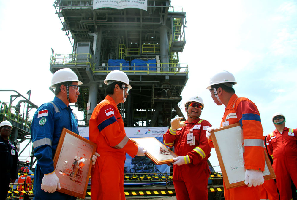 Govt tells private firms to buy Pertamina fuel