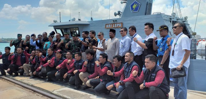 Bank Indonesia, Navy distribute cash to outermost islands