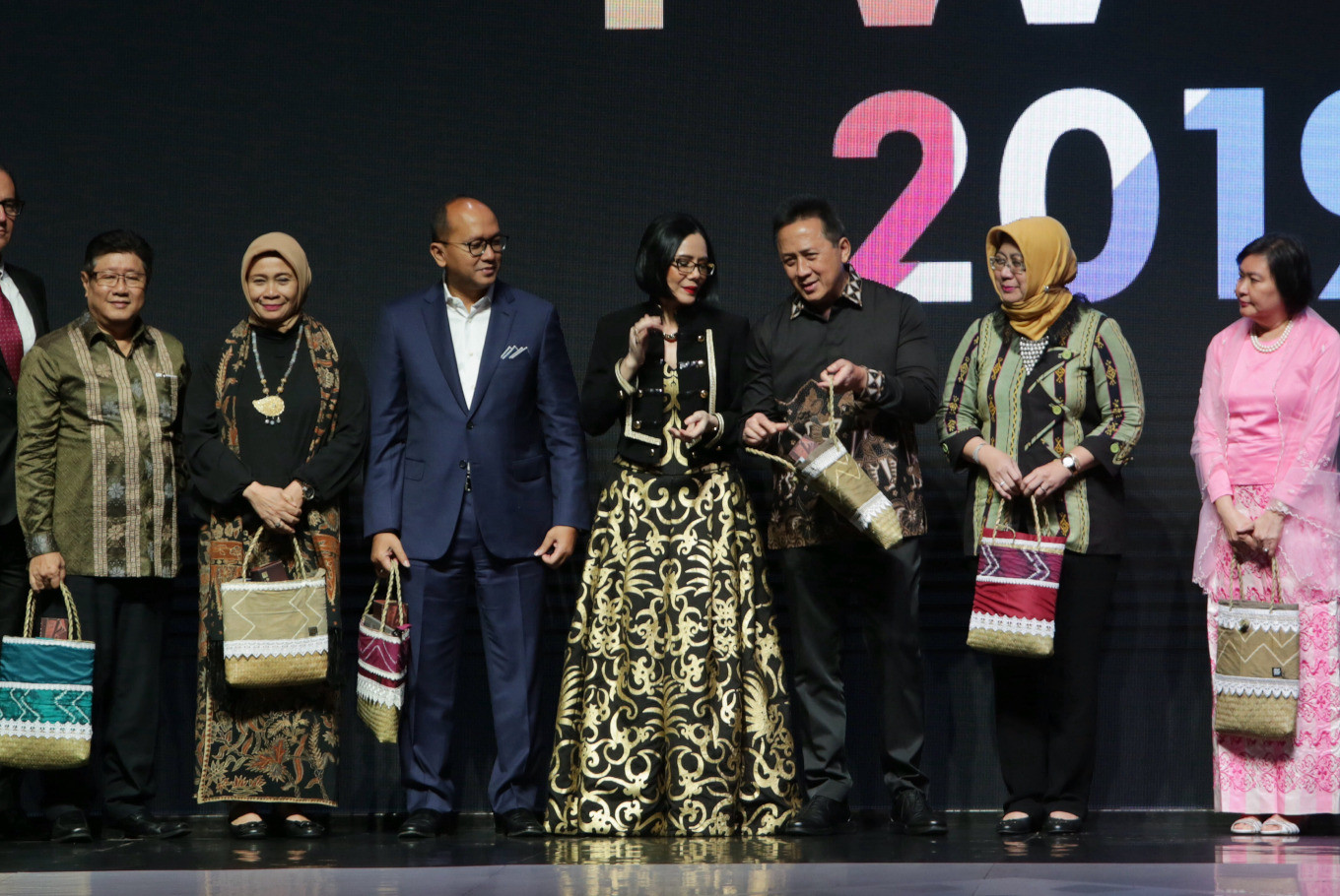 President of Indonesia Fashion Week (IFW) Poppy Dharsono (center) poses with Creative Economy Agency (Bekraf) head Triawan Munaf at the opening ceremony of IFW 2019 at the Jakarta Convention Center in Central Jakarta on Wednesday.