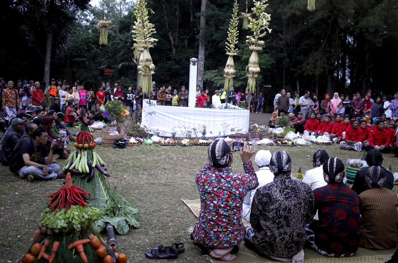 Circle up: Residents gather around the Puser Bumi monument on Tidar Hill. JP/Magnus Hendratmo