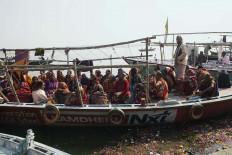 Millions of Hindu devotees throng in Varanasi. JP/Irene Barlian