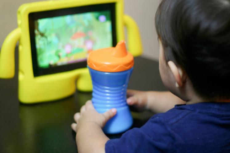 Increasing screen time during the coronavirus pandemic could be harmful to kids' eyesight