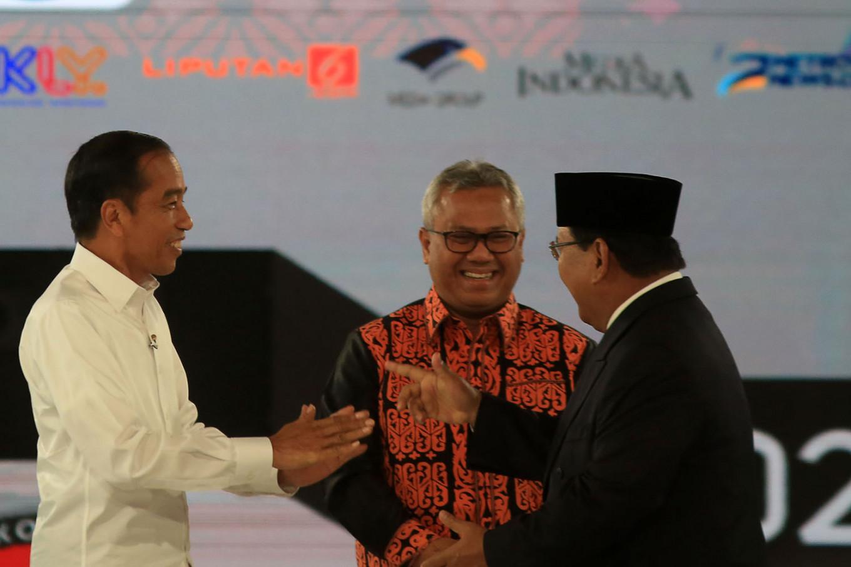 Prabowo decries 'deindustrialization', Jokowi promises more equitable growth